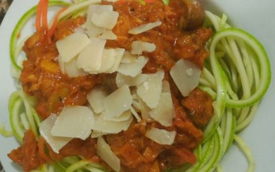 Atún en salsa de tomate con vegispaguetis