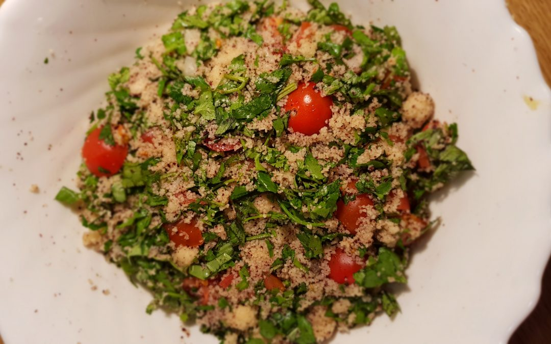 Ensalada de cuscús con hierbas frescas