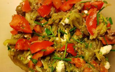 Ensalada de berenjenas, mozzarella y anchoas.
