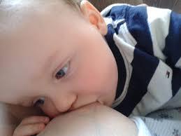 Amamantar reduce la obesidad infantil.